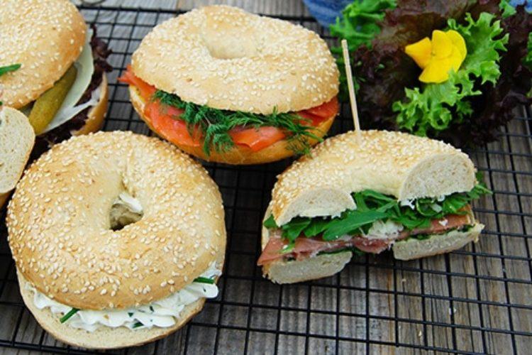 Unser Service hilft Ihnen dabei, Ihre Veranstaltung zu einem kulinarischen Erfolg werden zu lassen. Entdecken Sie unser Angebot an Bagels