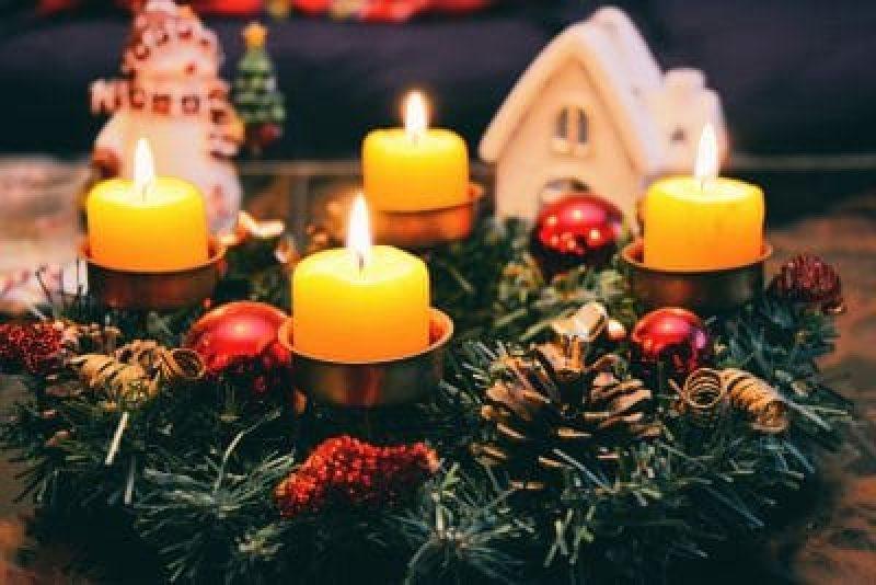 Weihnachtsfrühstück im Bett - unser Ratgeber zeigt Ihnen, wie Sie Ihr Weihnachtsfrühstück entspannt im Bett gestalten können.