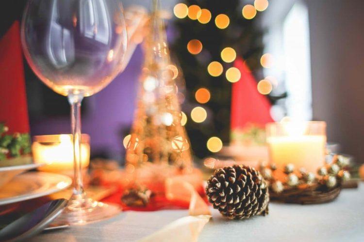 Unser Ratgeber zeigt Ihnen, wie Sie die nächste Weihnachtsfeier unvergesslich werden lassen.