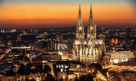 Auf dem Bild zu sehen: Die Stadt Köln gehört zu unserem Liefergebiet