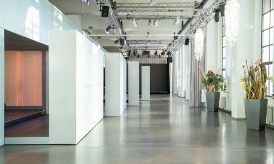 Die Eventlocation Bauwerk Köln mit ausgefahrenen Event-Boxen